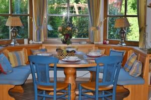 dining-room-1476060_640