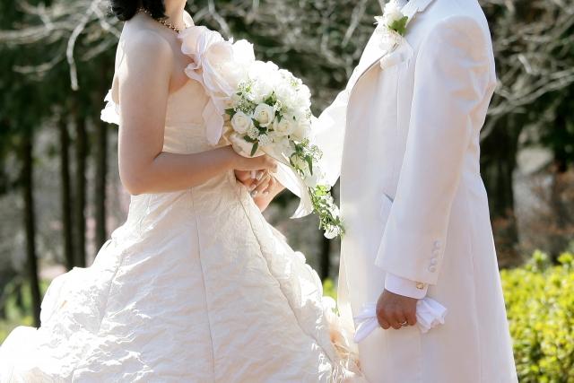 結婚したら保険の見直しは必須なの!?見直しのコツを解説します!