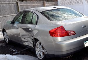事故を起こした車