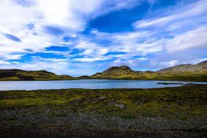 湖を眺める風景