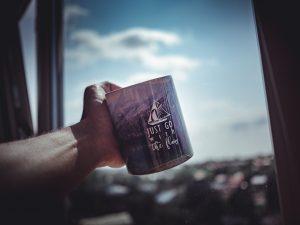 マグカップと空