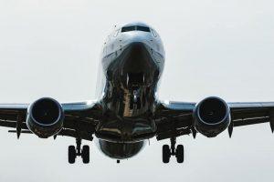 正面からの飛行機