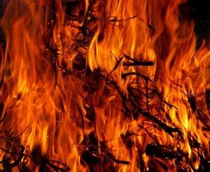 燃えさかる炎