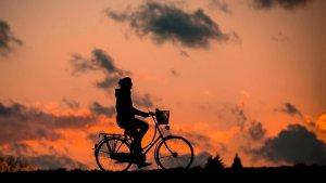 夕焼けと自転車