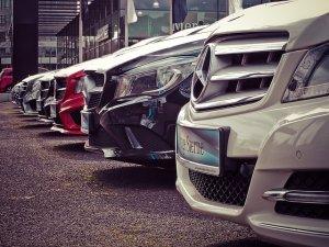 並ぶ自動車