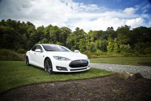 白い自動車