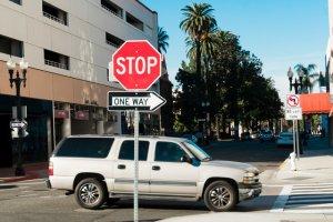 交差点と自動車