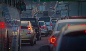 渋滞中の道
