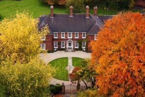 大きな家と庭